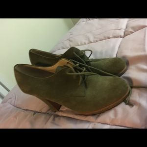 Suede olive green shoes 8.5